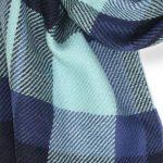 szal-welniany-z-alpaki-w-kolorze-niebieskim